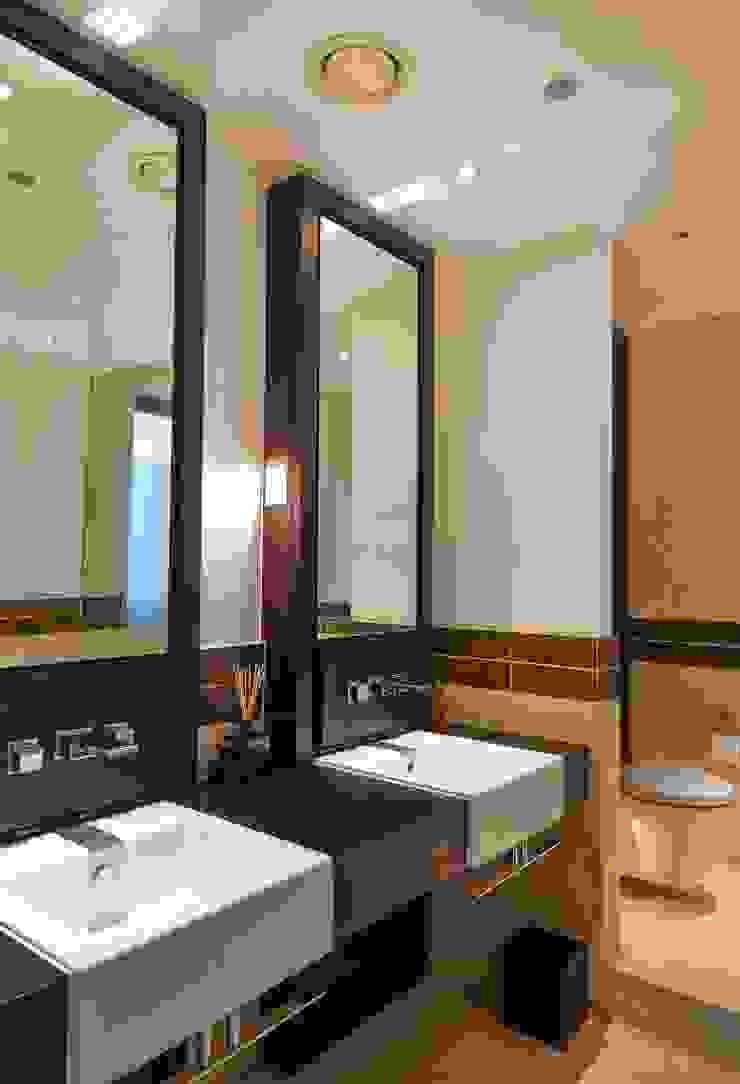 Bathroom Keir Townsend Ltd. Baños de estilo clásico