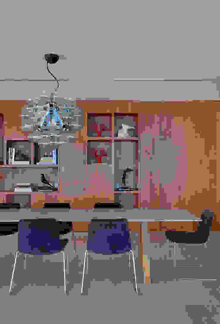 Cobertura Pancetti Salas de jantar minimalistas por InTown Arquitetura e Construção LTDA Minimalista