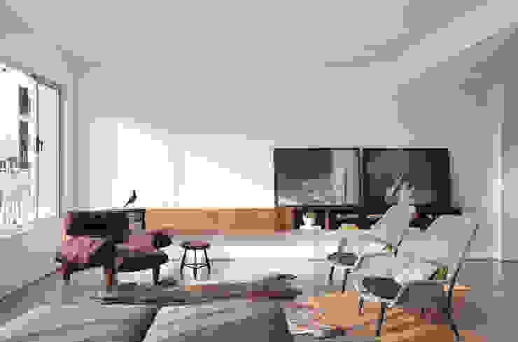 Salas de estilo minimalista de InTown Arquitetura e Construção LTDA Minimalista