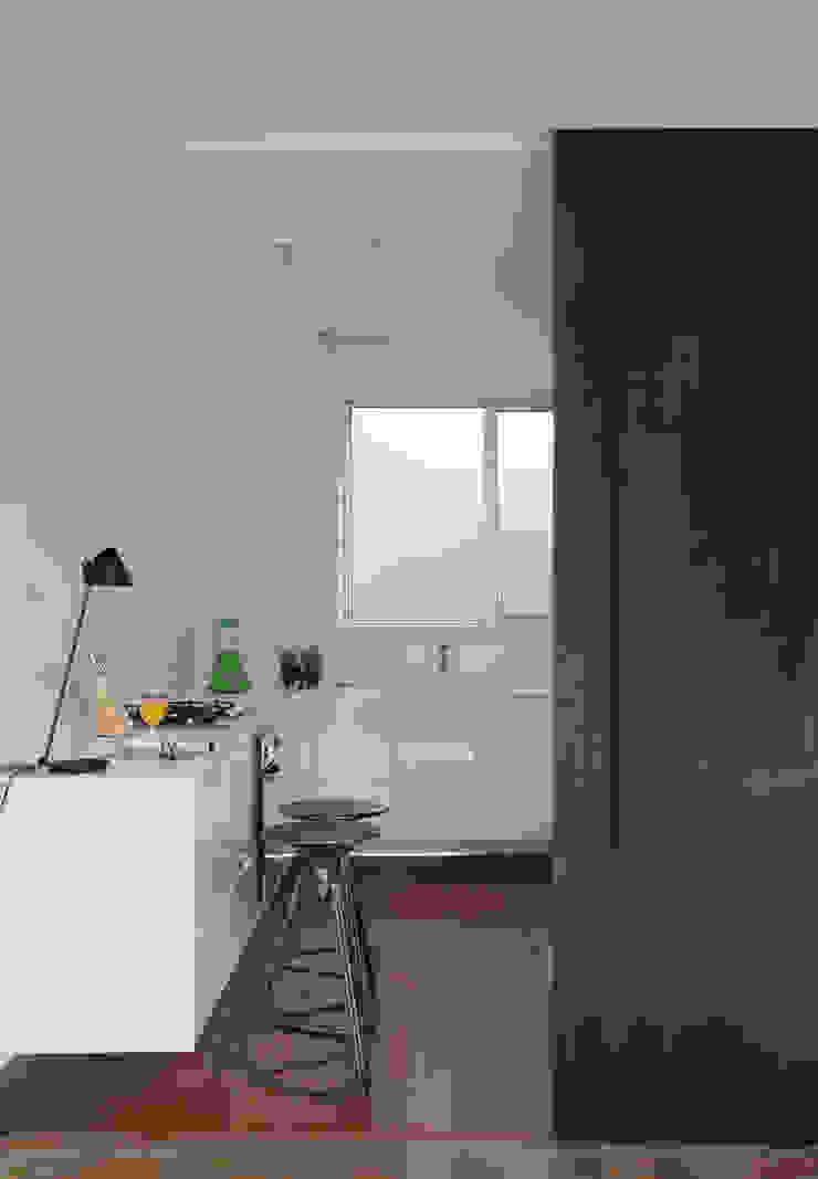 Cocinas de estilo minimalista de InTown Arquitetura e Construção LTDA Minimalista