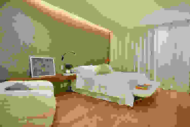 Chambre minimaliste par InTown Arquitetura e Construção LTDA Minimaliste