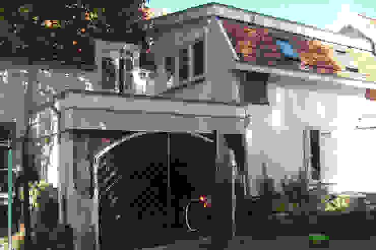 bestaande garage: modern  door Studio Blanca, Modern
