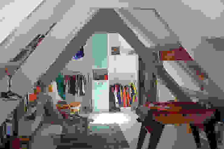 slaapkamer bestaand: modern  door Studio Blanca, Modern