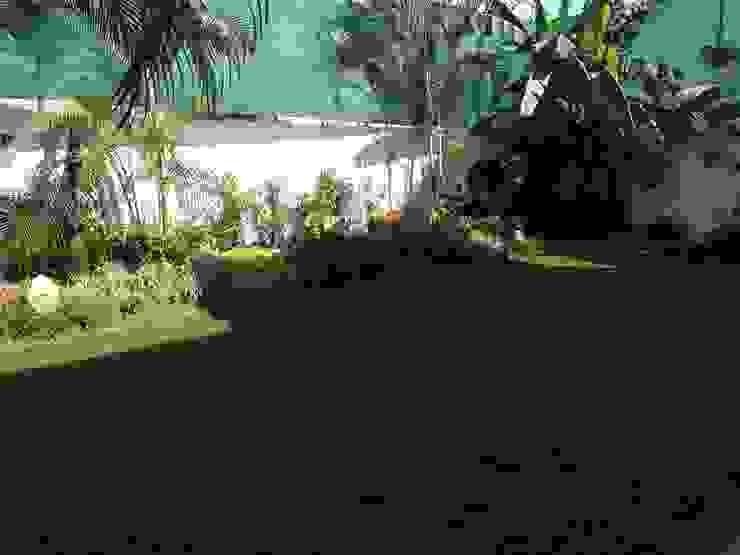 Casa Melchor Ocampo Jardines modernos de DECO Designers Moderno