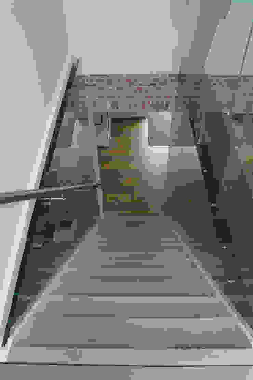 Trap: modern  door Studio Blanca, Modern