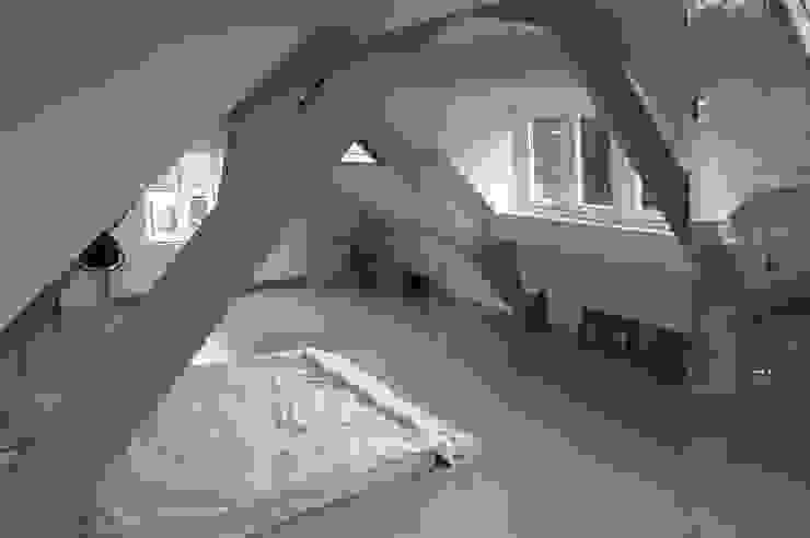 De master bedroom. : modern  door Studio Blanca, Modern