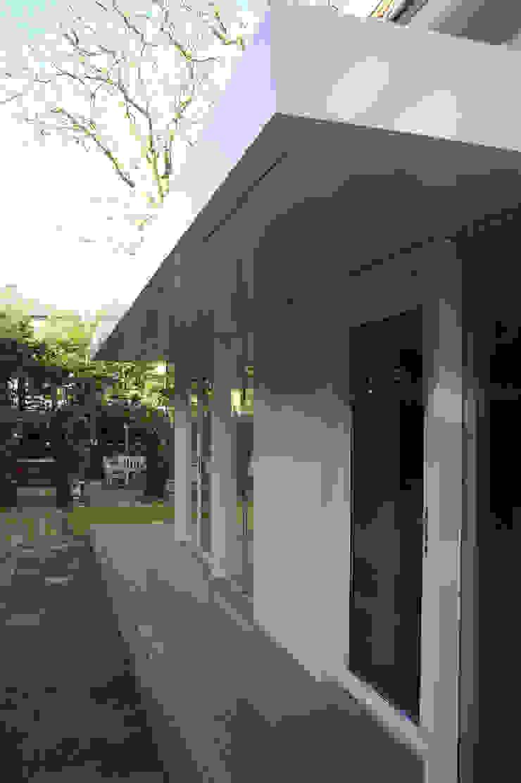 entree: modern  door Studio Blanca, Modern