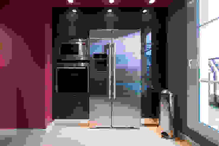 Modern kitchen by LA CUISINE DANS LE BAIN SK CONCEPT Modern