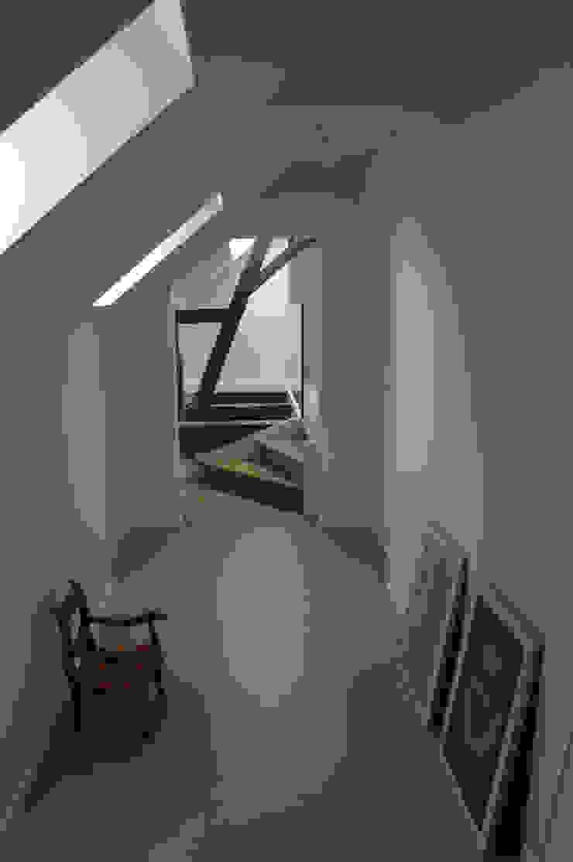 gang: modern  door Studio Blanca, Modern