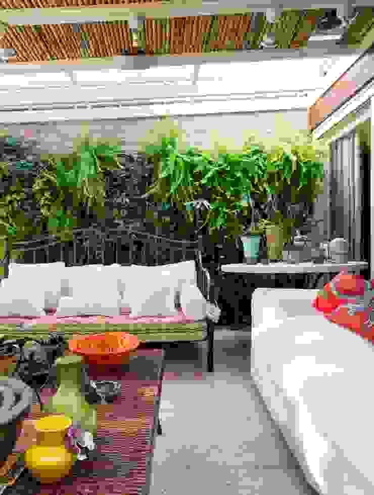 CRR | Parede Verde Varandas, alpendres e terraços modernos por Kali Arquitetura Moderno