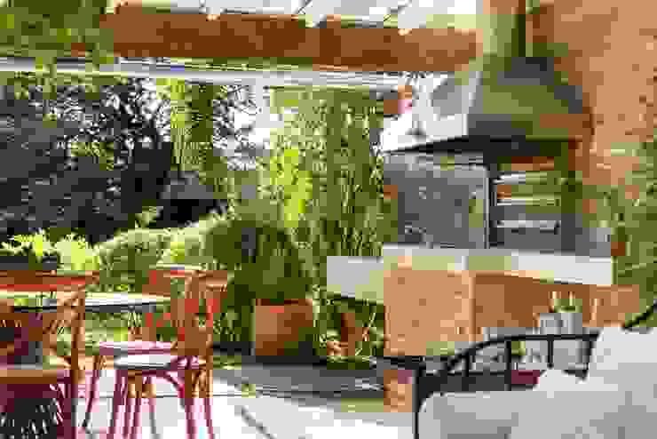 Balcones y terrazas modernos de Kali Arquitetura Moderno