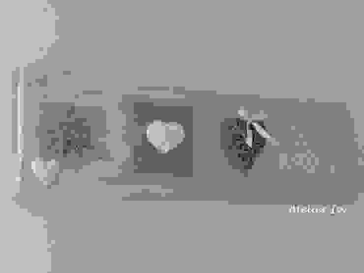 Pannello decorativo in legno stile shabby chic di Atelier Isy Rurale