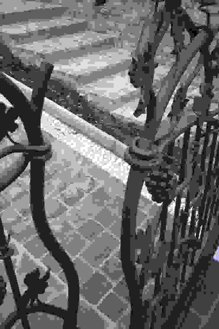 Rumah Klasik Oleh CMG Costruzioni Metalliche Grassi Klasik