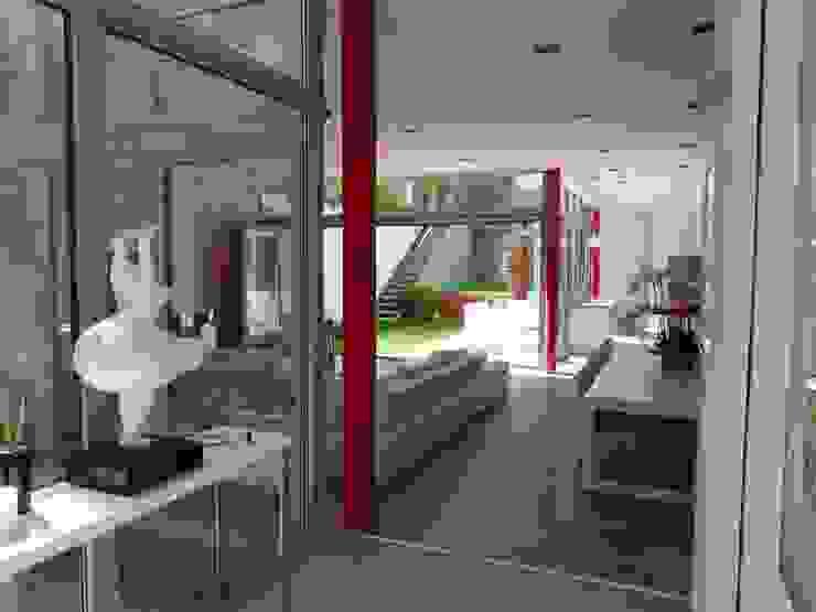 L'immatériel Salon moderne par dE LAURENTIIS Architectures, le fil rouge d'un projet ! Moderne