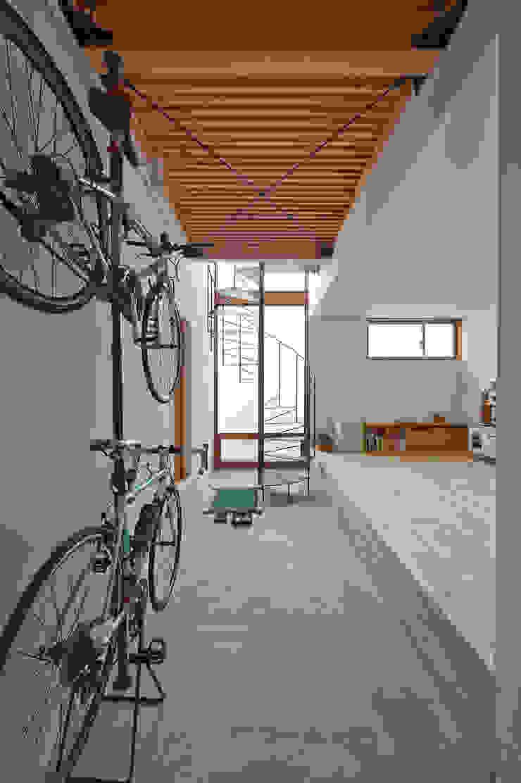 (有)菰田建築設計事務所 Pasillos, vestíbulos y escaleras de estilo moderno