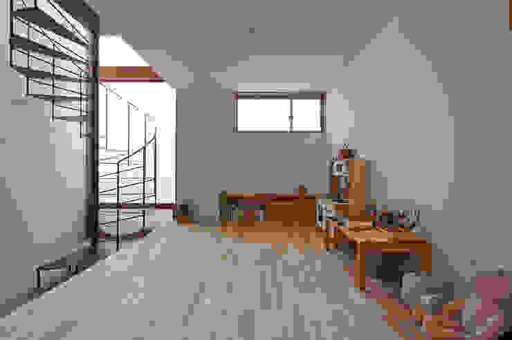 ユーティリティスペース(現在は子供スペース) モダンデザインの 多目的室 の (有)菰田建築設計事務所 モダン