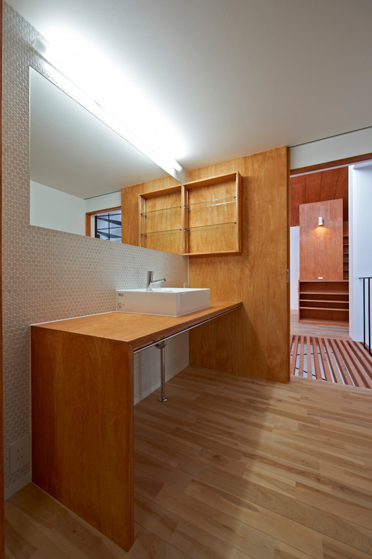 (有)菰田建築設計事務所 Baños de estilo moderno