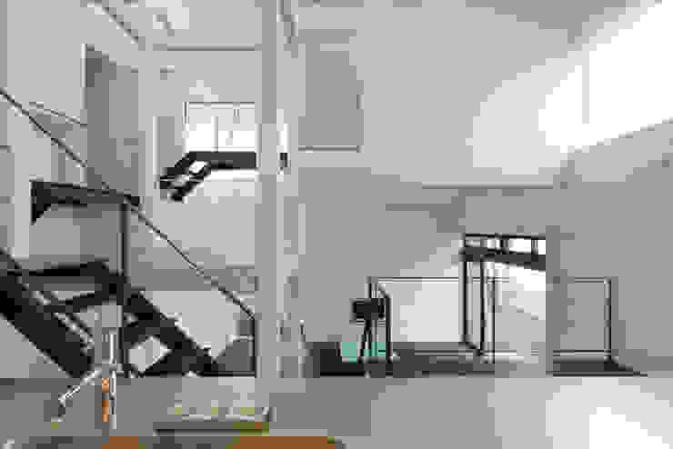 9 FLOORS オリジナルデザインの キッチン の 濱田修建築研究所 オリジナル