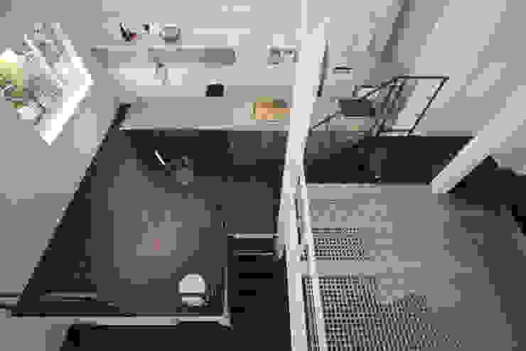 9 FLOORS オリジナルデザインの ダイニング の 濱田修建築研究所 オリジナル