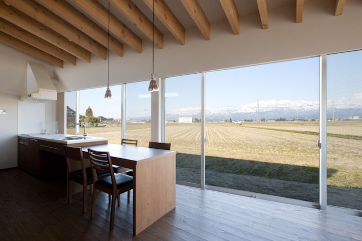 Eclectic style dining room by 濱田修建築研究所 Eclectic
