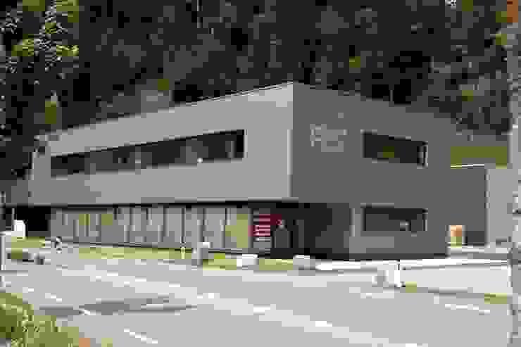 Spiegel Fassadenbau Locaux commerciaux & Magasin modernes