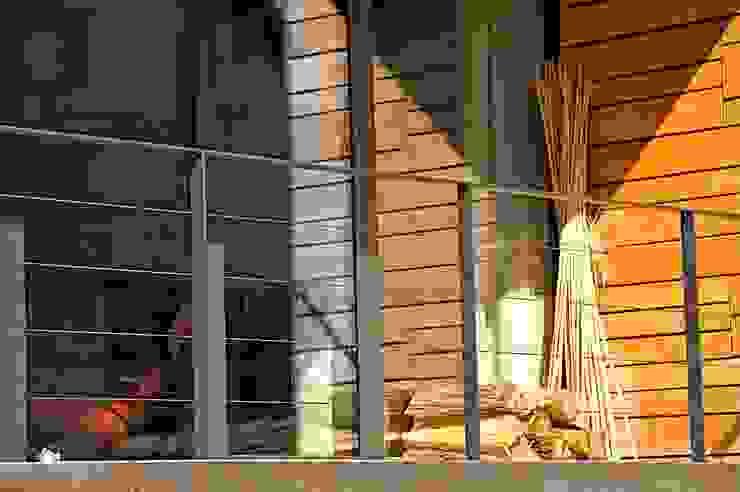 Ein guter Brennstoff Architekturbüro 011 Minimalistischer Balkon, Veranda & Terrasse