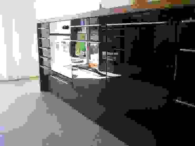 Cozinhas modernas por WERKHAUS Architekten Ingenieure Moderno
