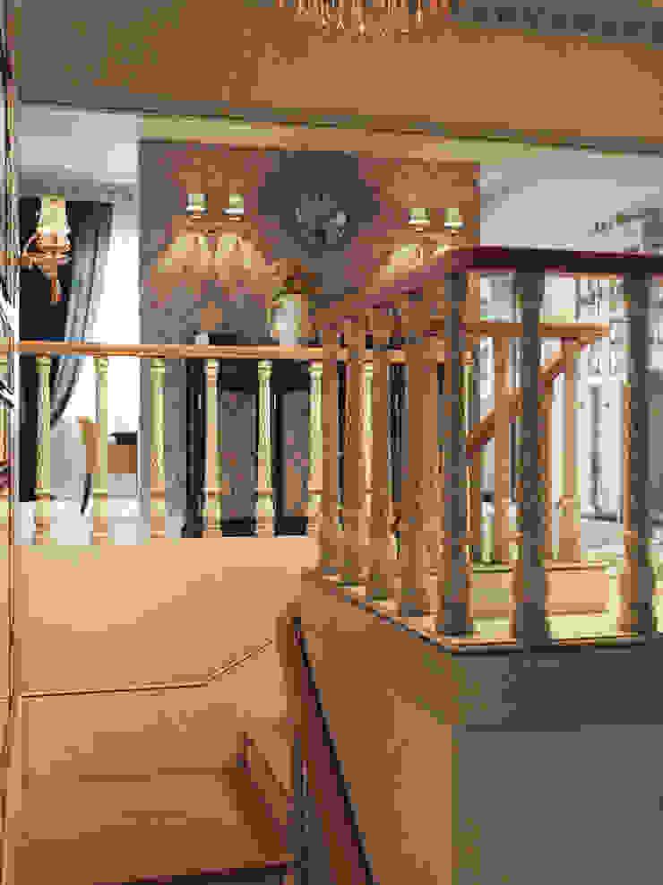 Интерьер/Волгоград/пос.Микоян/400м2 Коридор, прихожая и лестница в классическом стиле от Дизайнстудия I M E N N O Классический