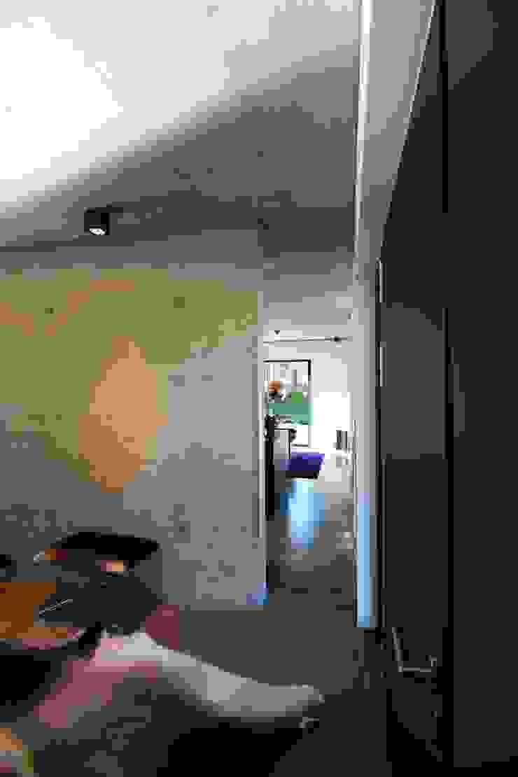 Modern Corridor, Hallway and Staircase by aprikari gmbh & co. kg Modern