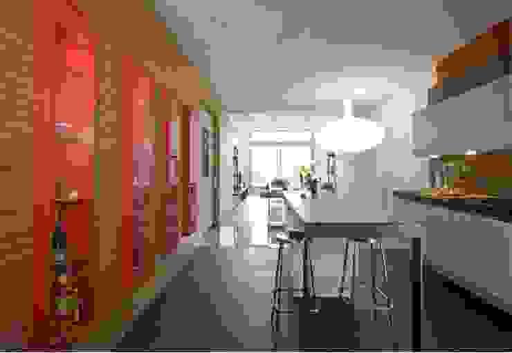Espacio diáfano cocina-comedor-salón. SOLER-MORATO ARQUITECTES SLP Cocinas de estilo moderno
