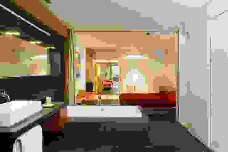 Habitación suite SOLER-MORATO ARQUITECTES SLP Dormitorios de estilo moderno