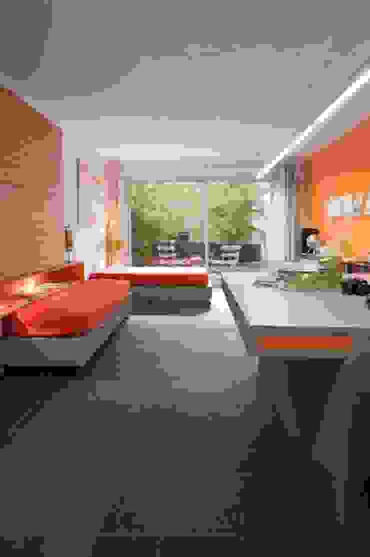 Habitación-estudio SOLER-MORATO ARQUITECTES SLP Dormitorios de estilo moderno