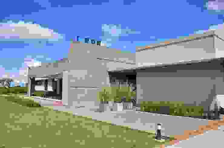 Casa Las Moritas Casas modernas: Ideas, imágenes y decoración de binomio Moderno