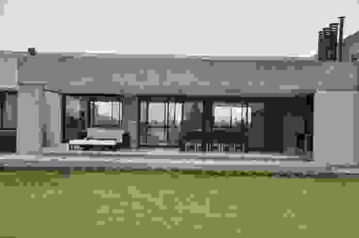 Casa Las Moritas: Casas de estilo  por binomio,Moderno