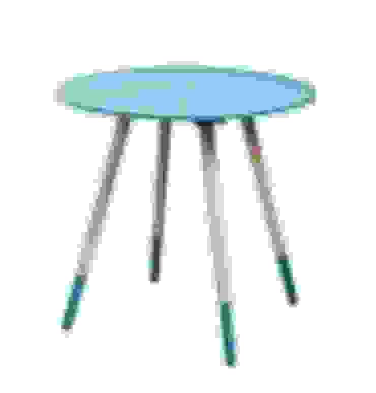 Mesa auxiliar azul y madera de Casada Health & Beauty Moderno