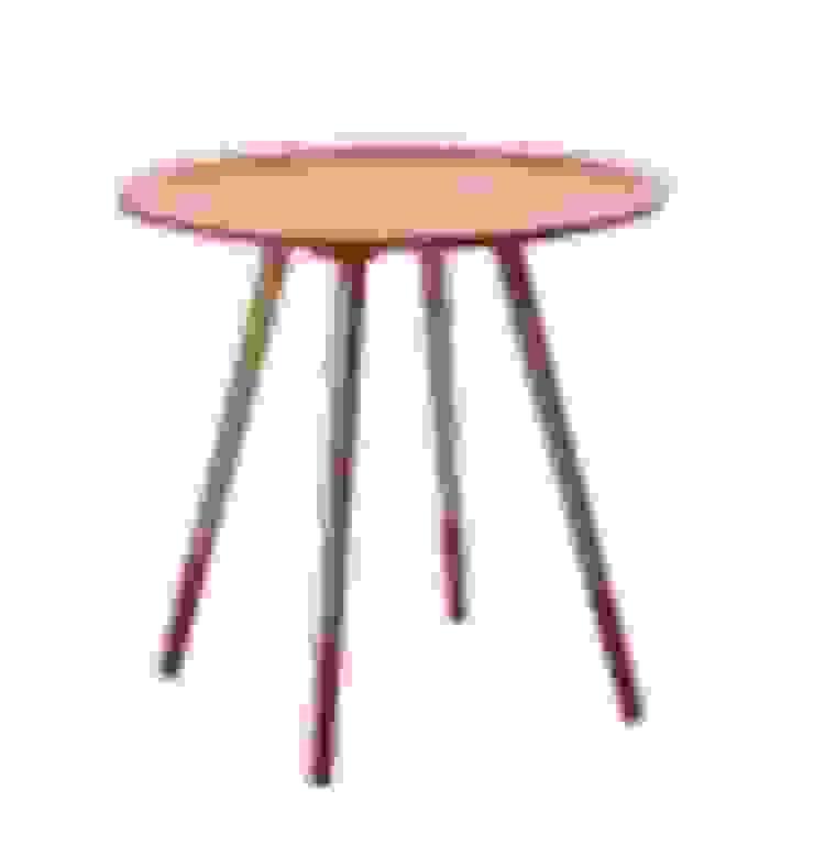 Mesa auxiliar naranja y madera de Casada Health & Beauty Moderno
