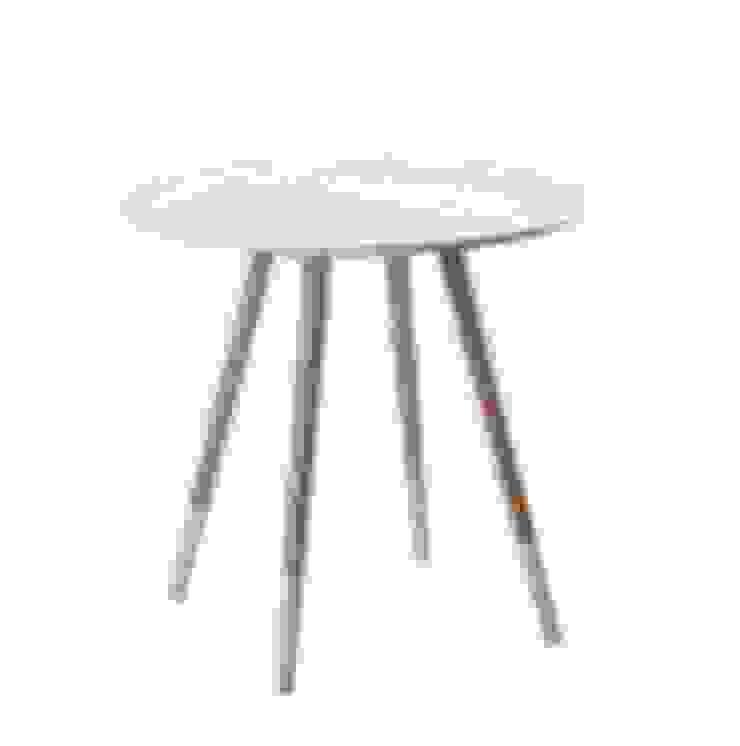 Mesa auxiliar blanca y madera de Casada Health & Beauty Moderno