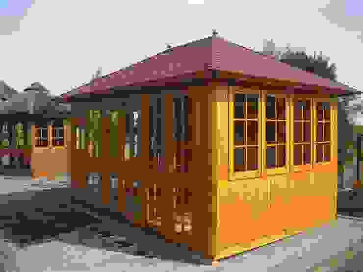 Giardino in stile rustico di RIWO Gartenpavillons Rustico