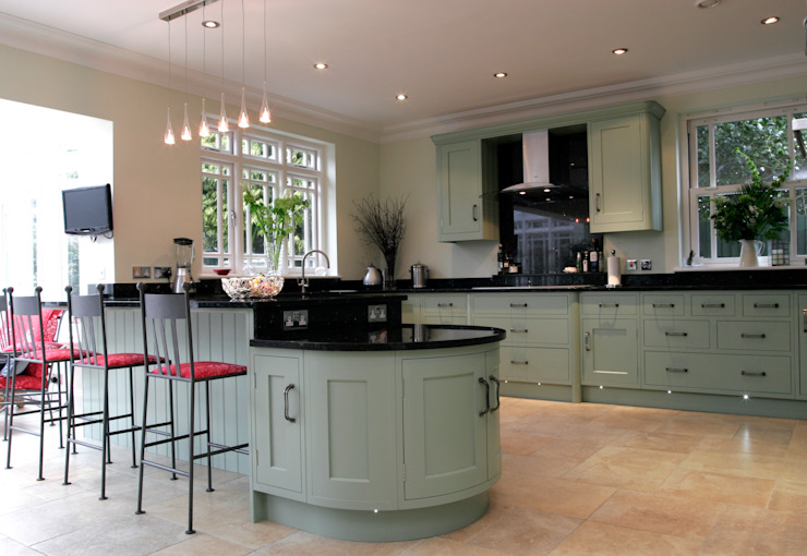 Hand painted traditional kitchen in Hertfordshire by John Ladbury and Company Classic