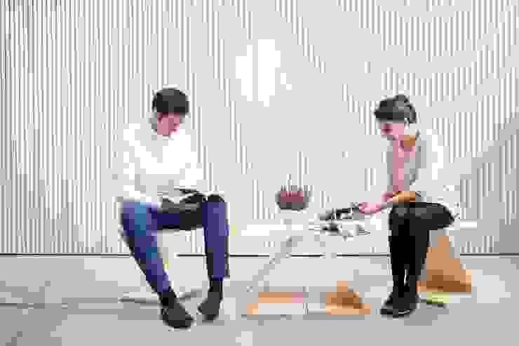 ZOO basic ( mesa central 4 piezas y 2 sillas) de MAYICE Minimalista