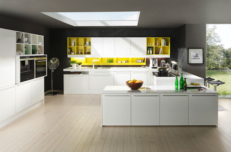 Modern style kitchen by DanKüchen Studio Hengelo Modern