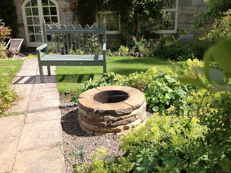 The Till Rustic style gardens by Lithic Fire Rustic
