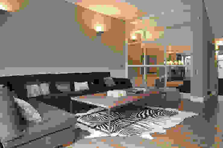 IN PLACE Salones de estilo moderno de La Maison Barcelona Moderno