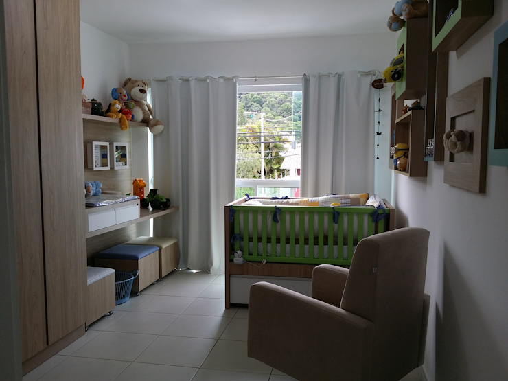 Nursery/kid's room by Kali Arquitetura,