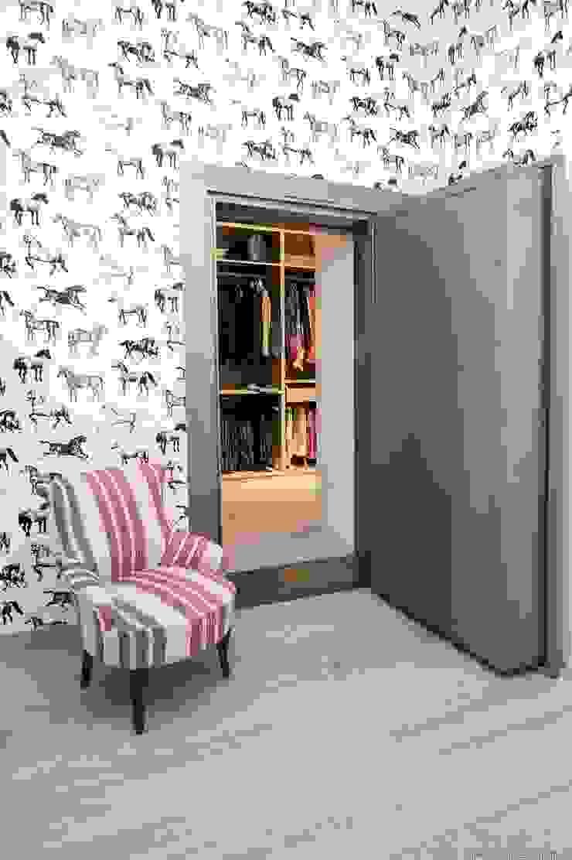 IN PLACE Vestidores de estilo moderno de La Maison Barcelona Moderno