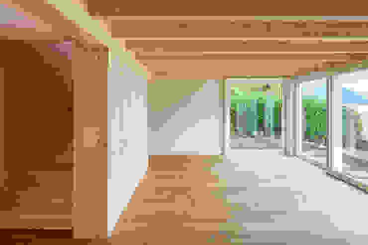 Ferienhausumbau in Leissigen Rustikale Wohnzimmer von Oliver Brandenberger Architekten BSA SIA Rustikal