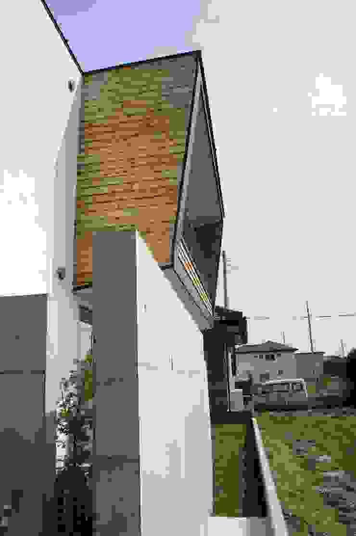 The House for ride the wave. オリジナルデザインの テラス の tai_tai STUDIO オリジナル