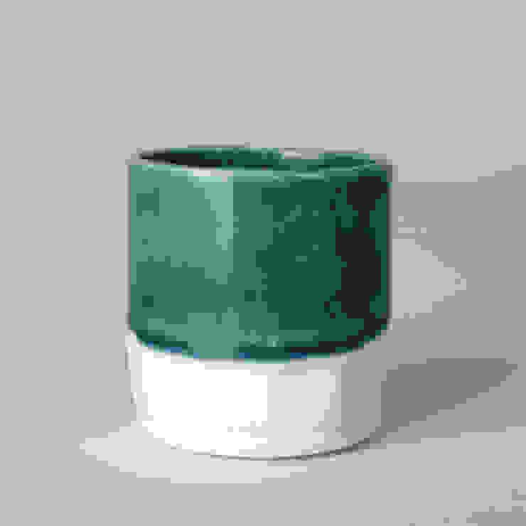 Enkel glas #2 blauwgroen: modern  door Studio Ineke van der Werff, Modern