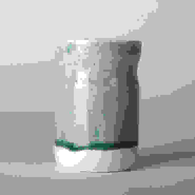 Enkel glas #8 grijs: modern  door Studio Ineke van der Werff, Modern