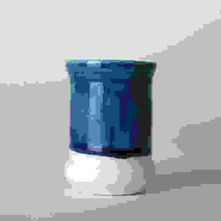 Enkel glas #6 blauw: modern  door Studio Ineke van der Werff, Modern